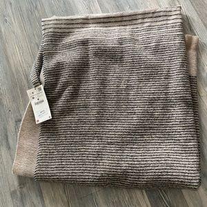 NEW WITH TAGS: Zara blanket scarf